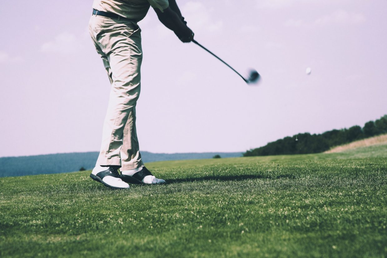 featured image - best golf gloves for sweaty hands